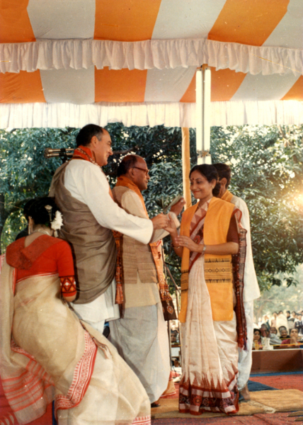 convocation-receiving-ph-d-from-rajeeb-gandhi-at-santiniketan-india-16-january-1988