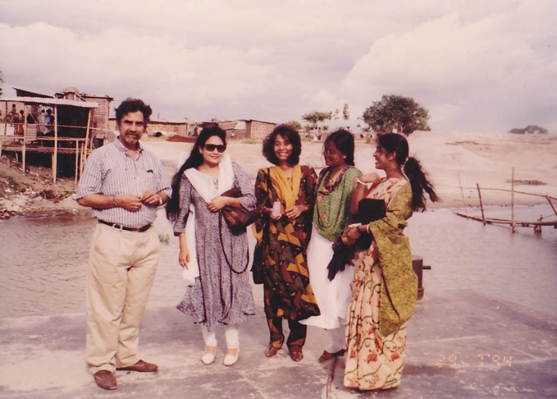 22222222-our-field-work-trip-with-eminent-folklorist-of-india-prof-jawaharlal-handu-on-a-ferry-1994