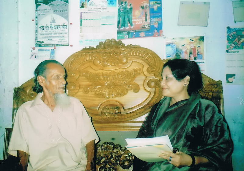 taking-interview-of-a-folk-story-teller-at-gazipur-dec-11