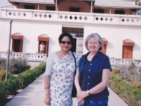 111111-with-prof-kathleen-oconnell-in-front-of-kuthi-bari-shelaidaha-2006