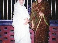 220-with-begum-sufia-kamal-in-her-home-shanjher-maya-1994