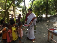 giving-learning-kits-to-the-child-learners-of-cews-school-in-koltapara-sep-2015
