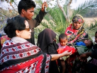 unv-shahida-akhter-distributing-relief-to-the-victims-of-cyclone-in-a-coastal-district-in-bangladesh